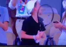 Rolan Garros, Djokovic  gli regala la racchetta e il bambino impazzisce
