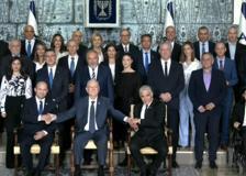 Israele, il nuovo governo immortalato nella foto di rito