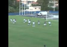 Brasile, segna con una punizione da 30 metri