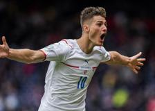 Scozia-Repubblica Ceca, Schick e il clamoroso gol da centrocampo