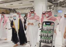 La Mecca, acqua santa distribuita dai robot per rispettare le norme anti Covid