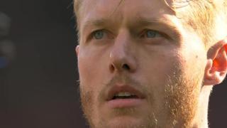 L'emozione di Kjaer durante l'inno danese