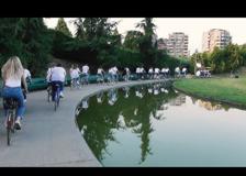 Mengoni a San Siro. In bicicletta: il video