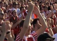 Europei, i tifosi danesi a Copenaghen rendono omaggio a Eriksen