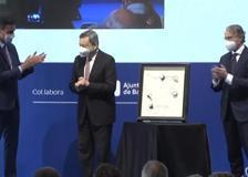 Draghi premiato a Barcellona, lungo applauso per il premier italiano