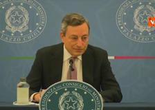Draghi: «Togliere mascherine all'aperto? Non c'è una data»
