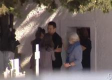 Grecia, pilota confessa omicidio della moglie: l'abbraccio alla suocera prima di essere portato in caserma