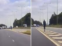 Monopattino prova a immettersi in autostrada: un uomo fermato dalla polizia