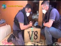 Il veliero carico di hashish: sei tonnellate di droga sequestrate dalle Finanza in alto mare