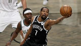 NBA, il canestro impossibile di Kevin Durant