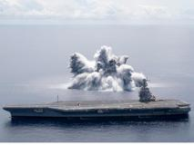 Usa, spettacolare esplosione in mare per testare la resistenza della portaerei