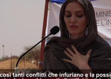 Burkina Faso, Angelina Jolie in visita nel campo profughi di Goudebo