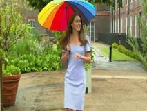 Kate Middleton, neppure sotto la pioggia perde la sua classe e il suo fascino