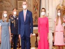 Reali di Spagna: Letizia Ortiz e le principessine sono elegantissime accanto a Re Felipe VI