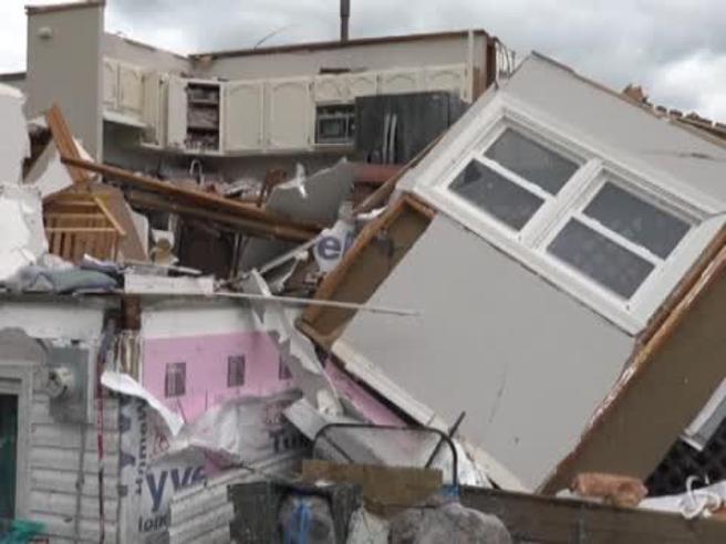 Usa, tornado danneggia i sobborghi di Chicago