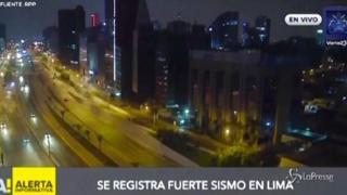 Terremoto in Perù, paura in diretta durante un programma tv