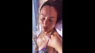 Marica Pellegrinelli primi bikini in spiaggia dell'estate 2021