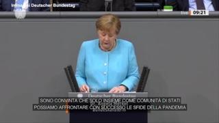 Il lungo applauso del Bundestag per l'ultimo discorso di Angela Merkel