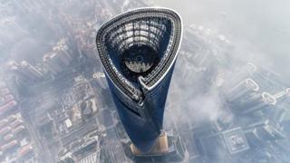 Lusso sopra le nuvole: a Shanghai l'hotel più alto del mondo