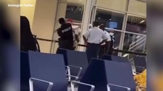 Curacao, il rapper olandese Josylvio in aeroporto con un test Covid falso: il poliziotto lo schiaffeggia e lo arresta