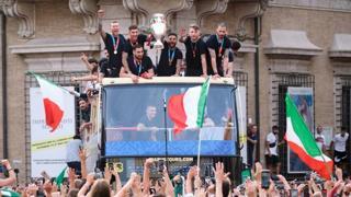 Da Mattarella alla gente in piazza: tutta la gioia per la vittoria della Nazionale