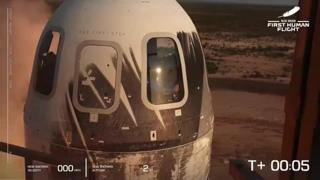 Bezos vola nello spazio a gravità zero, il lancio e l'atterraggio della Blue Origin
