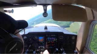 Si rompe il motore durante un volo di prova: l'atterraggio d'emergenza dello studente pilota è perfetto