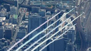 Tokyo2020, lo show della pattuglia acrobatica: disegna i cinque cerchi sopra lo stadio Olimpico