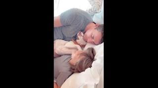Elisabetta Canalis, l'intera famiglia si riposa a letto
