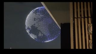Tokyo 2020, 1800 droni illuminano il cielo sopra lo stadio Olimpico