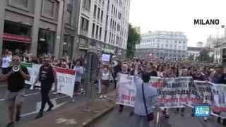 No Green Pass, le manifestazioni in tutta Italia: le immagini da Roma, Milano, Napoli e Torino