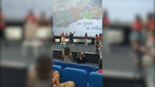 Giffoni Film Festival, Lillo improvvisa un ballo con i ragazzi sulle note dei Bee Gees