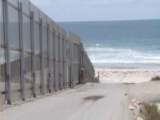 Confine Usa-Messico, l'Oceano è la  nuova frontiera per il traffico di esseri umani e di droga