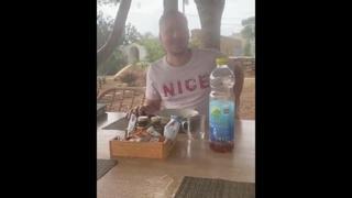 Paolo Bonolis, l'acquazzone lo investe mentre è in giardino con la famiglia