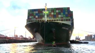 La Ever Given entra nel porto di Rotterdam e conclude il suo viaggio