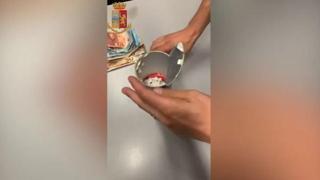 La polizia arresta uno spacciatore: droga nascosta in un tubo di patatine modificato