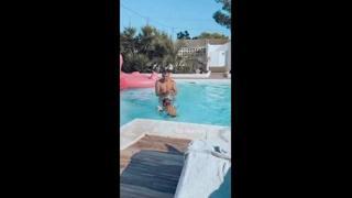 Bobo Vieri, maestro in piscina per la figlia Stella