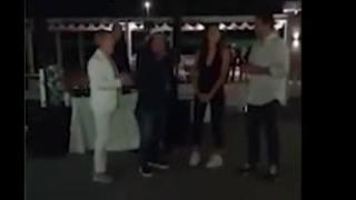 Salvini e la festa a sorpresa per la fidanzata Francesca Verdini, Pupo e Al Bano cantano «Tanti auguri»
