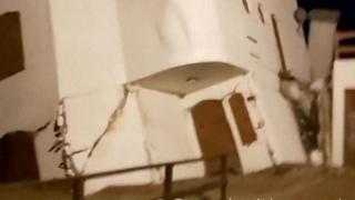 Lo spaventoso crollo di un palazzo a causa della mareggiata in Argentina