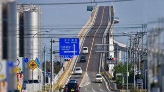 Montagne russe? Questo ponte in Giappone è da brividi