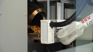 Il futuro della ristorazione è nella tecnologia: ecco il robot-chef di Riga