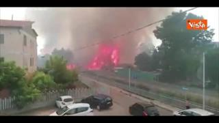Vasto incendio a Pescara, le fiamme minacciano le abitazioni