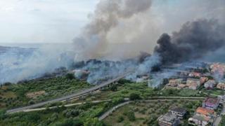 Pescara, l'incendio dal drone: così le fiamme hanno minacciato la città