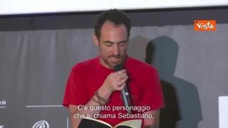 Elio Germano legge una sceneggiatura inedita dell'amico Libero De Rienzo