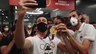 Tokyo2020, Tamberi rientra in Italia: la festa in aeroporto