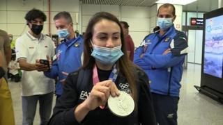 Vanessa Ferrari atterra a Fiumicino: «Ancora non mi rendo conto di un bellissimo argento»