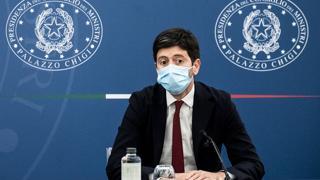 Speranza: «Siamo pronti per dare la terza dose a tutti gli italiani, aspettiamo l'ok della comunità scientifica»