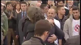 Funerale di Simoncelli, Valentino Rossi in chiesa con la moto