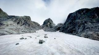 Le immagini del Planpincieux, il ghiaccio sul Monte Bianco a rischio scioglimento