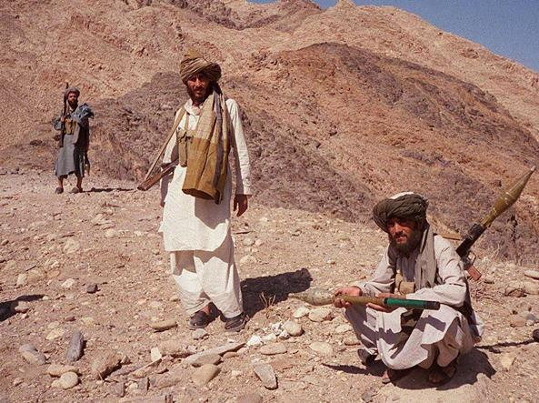 Combattenti talebani in una foto del 2001 a Jalalabad